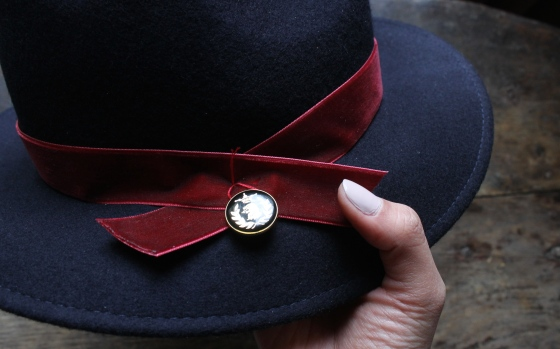 customiser-chapeau-ruban-velours-bouton-4