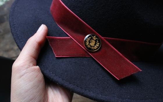 customiser-chapeau-ruban-velours-bouton-6