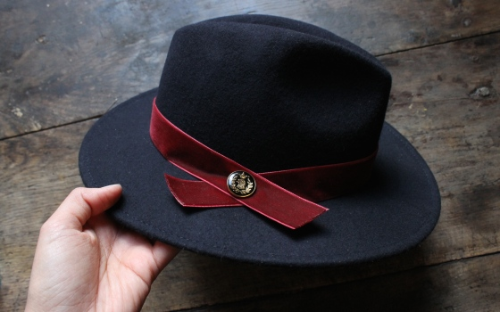 customiser-chapeau-ruban-velours-bouton-7