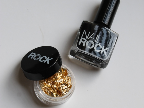nail-rock-black-polish-golden-foil-7