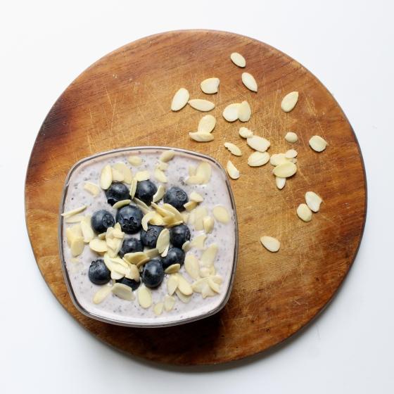 Recette-gel-de-chia-fromage-blanc-myrtille-amandes