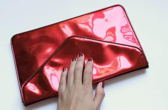 Revlon-raven-red-enveloppe-clutch-bag