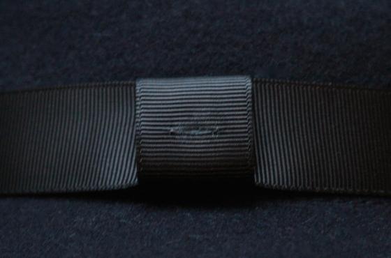 customiser-chapeau-ruban-noir-plume-de-paon-the_miscellanista-6