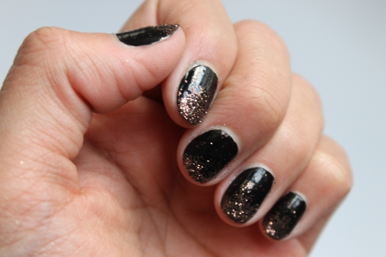 nail-art-essie-licorice-paillettes-3