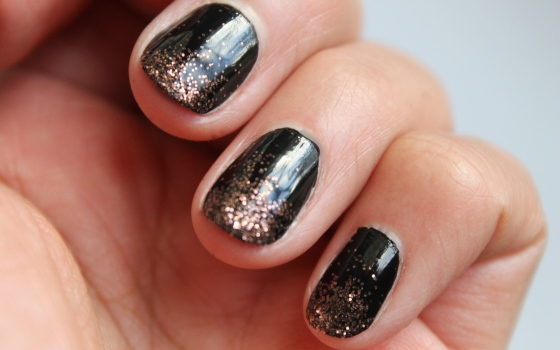 nail-art-essie-licorice-paillettes-4
