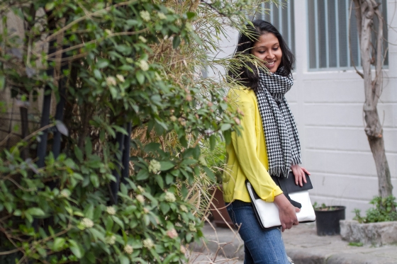 Yellow blazer-look-veste jaune Balsamik-echarpe pied-de-poule-pochette Zara-1