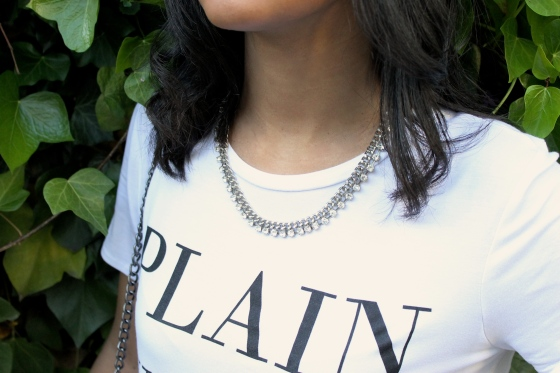 tee-shirt-blanc-new-look-collier-strass-moa