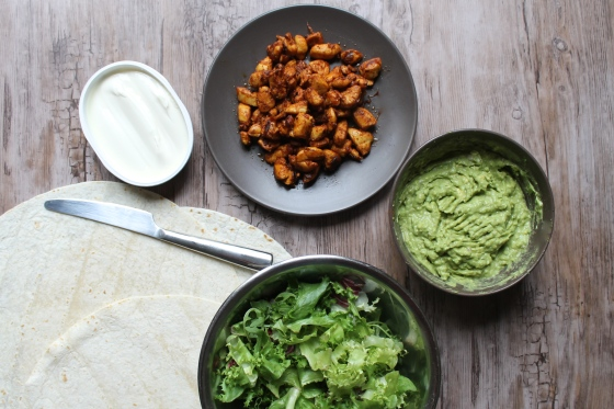 ingredients-poulet-guacamole-tortillas-cream-cheese