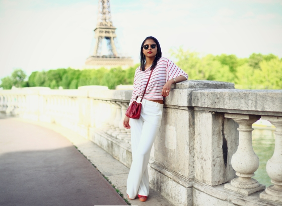look-marin-mariniere-pantalon-blanc-sac-bourse-6